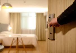 Atasi Pintu Rumah yang Berisik